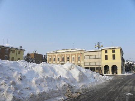 Piazza-Farini_imagelarge (1).jpg